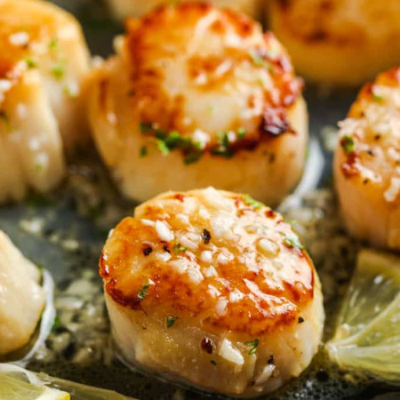 Seared Scallops with Garlic Butter